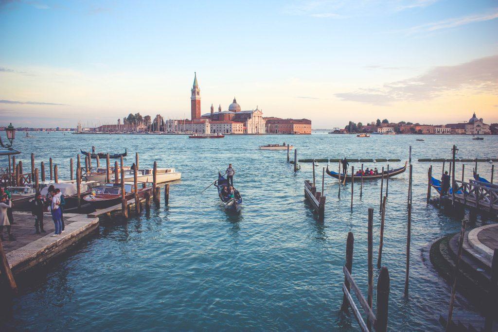 Le 5 destinazioni più romantiche d'Italia Consigli Featured Ispirazioni  weekend romantico verona venezia to do list Sorrento roma proposal coach Bagnoregio Amalfi